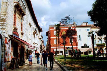 Callejuelas en Porec con preciosos palacios venecianos (Croacia)