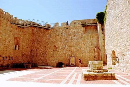 Castillo de Frankopan, del año 1991 en la isla de Krk (Croacia)