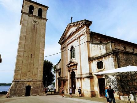 Catedral de Pula y su enorme campanario (Croacia)