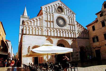 Catedral de Santa Anastasia de Zadar y su campanario (Croacia)