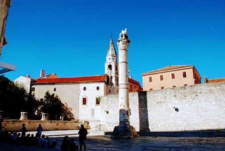 Columna de la Vergüenza en el foro romano de Zadar (Croacia)