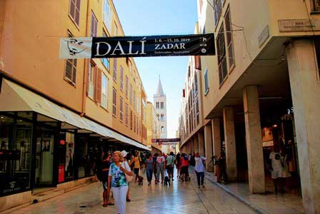 Elizabete Kotromanic o Kalelarga, la calle principal de Zadar (Croacia)