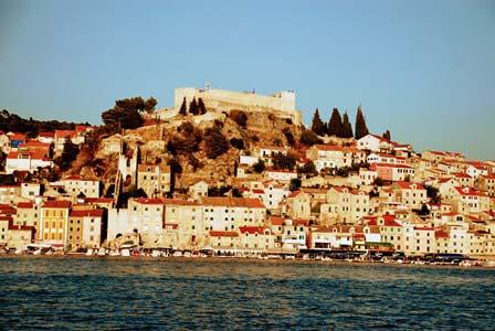 Fortaleza de San Miguel custodiando la ciudad de Sibenik (Croacia)