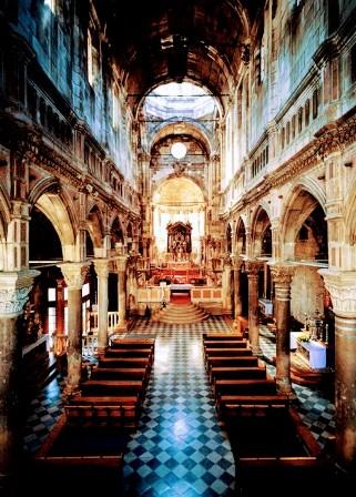 Interior de la Catedral de Santiago de Sibenik (Croacia)