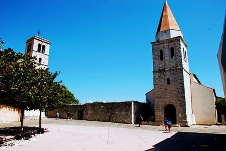 La Iglesia de Nuestra Señora de la Salud y la Iglesia de San Francisco en lo alto de Krk (Croacia)