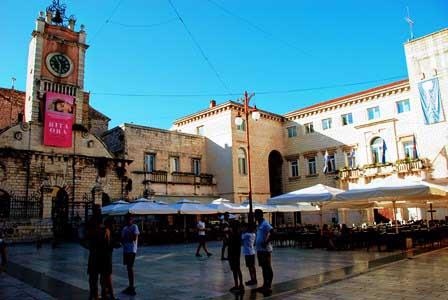 La animada Plaza del Pueblo o Trg Narodni de Zadar