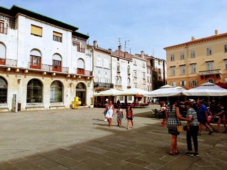 Oficina de Turismo de Pula en la Plaza del Forum (Croacia)