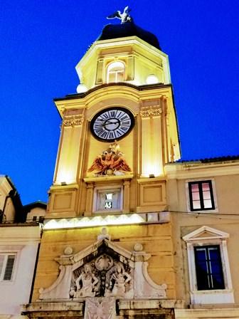 Preciosa Torre del Reloj en Rijeka (Croacia)