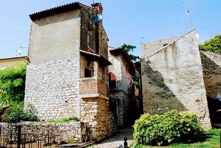 Preciosas casa del siglo XII en Porec (Croacia)