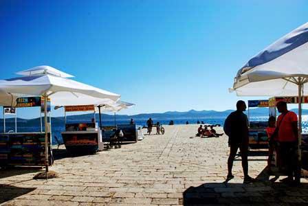 Puerto de Zadar donde hay multiples excursiones en barco