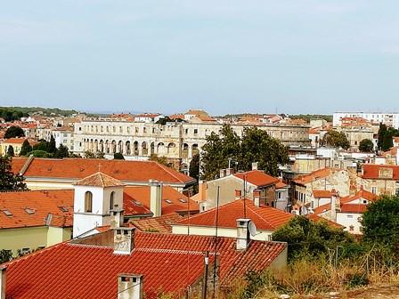 Vistas del Arena Pula desde el castillo (Croacia)