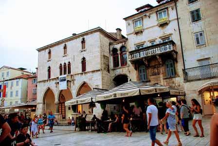 El Ayuntamiento de Split, en la Plaza del Pueblo (Croacia)