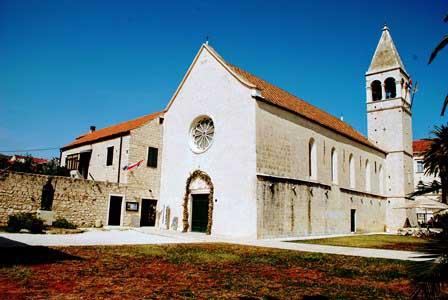 Iglesia y monasterio de Santo Domingo en Trogir (Croacia)