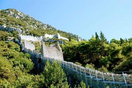 Las murallas de Ston atravesando el Monte San Miguel (Croacia)