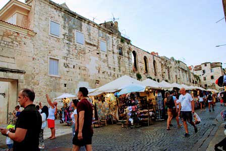 Muros del Palacio de Diocleciano por fuera en Split (Croacia)