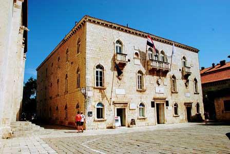 Palacio Ducal, sede del Ayuntamiento de Trogir (Croacia)