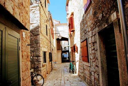 Preciosas callejuelas en Stari Grad (Isla de Hvar)