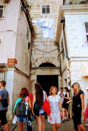 Puerta de Latón que se accede desde Riva en Split (Croacia)