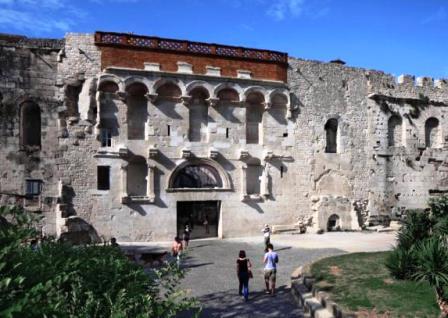 Puerta de Oro, la entrada principal al Palacio de Diocleciano de Split (Croacia)